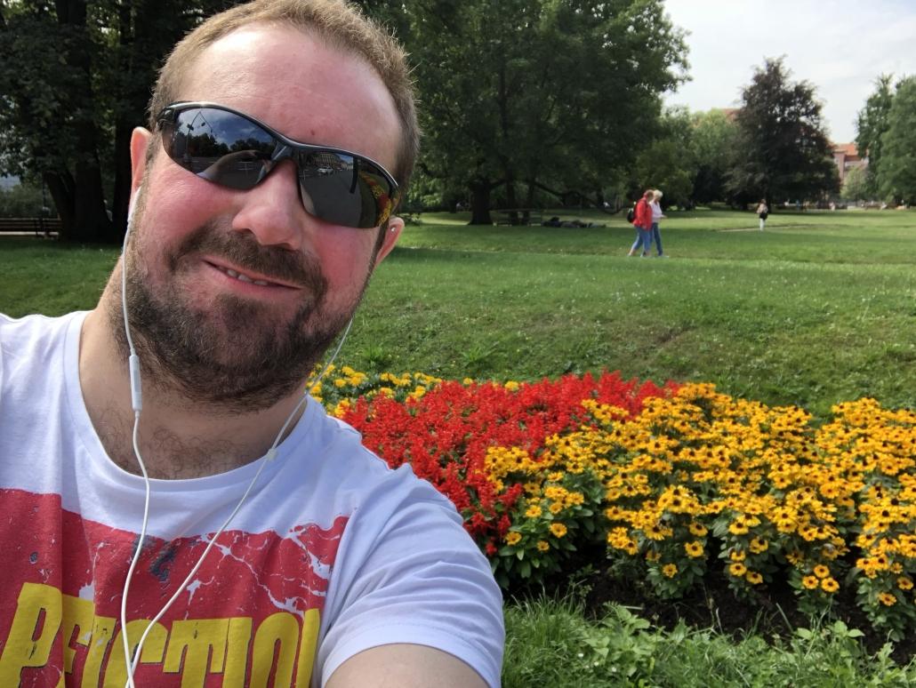 Website owner in Prague gardens